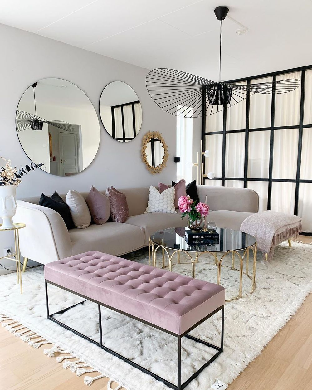 Glam velvet furniture via @interiorbyvanessa