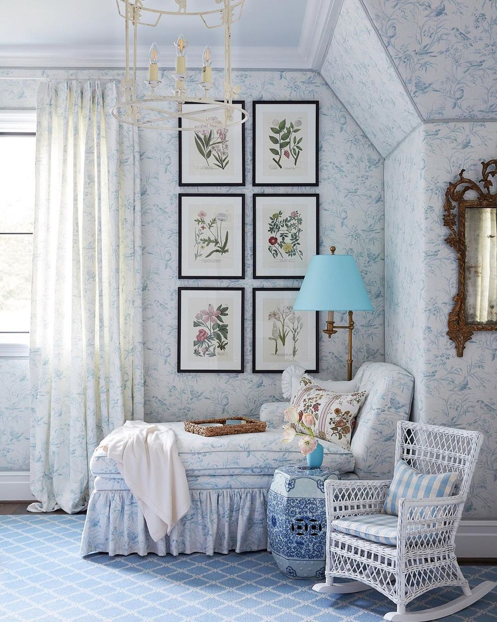 Neo-traditional pattern wallpaper and blue chinoiserie stool via @amylberry