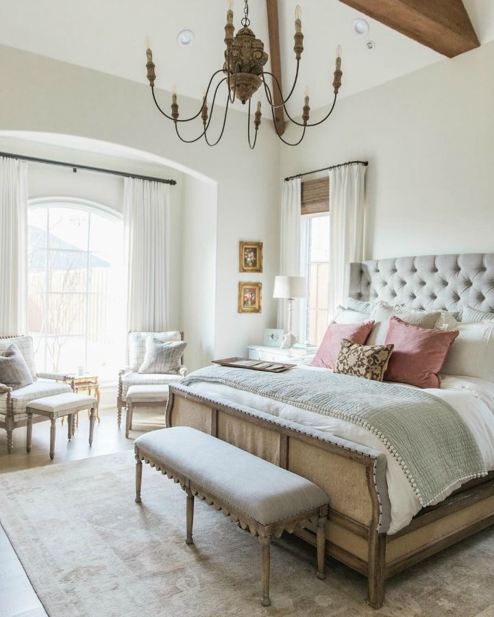 19 French Country Bedrooms To Make You Swoon