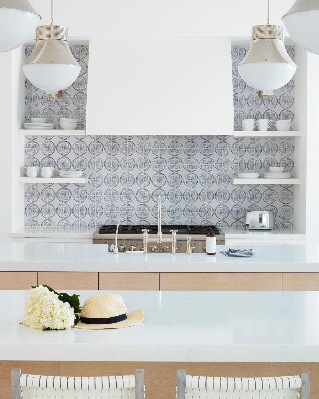 - 17 Coastal Kitchens & Decor Ideas For A Beach Or Summer Home