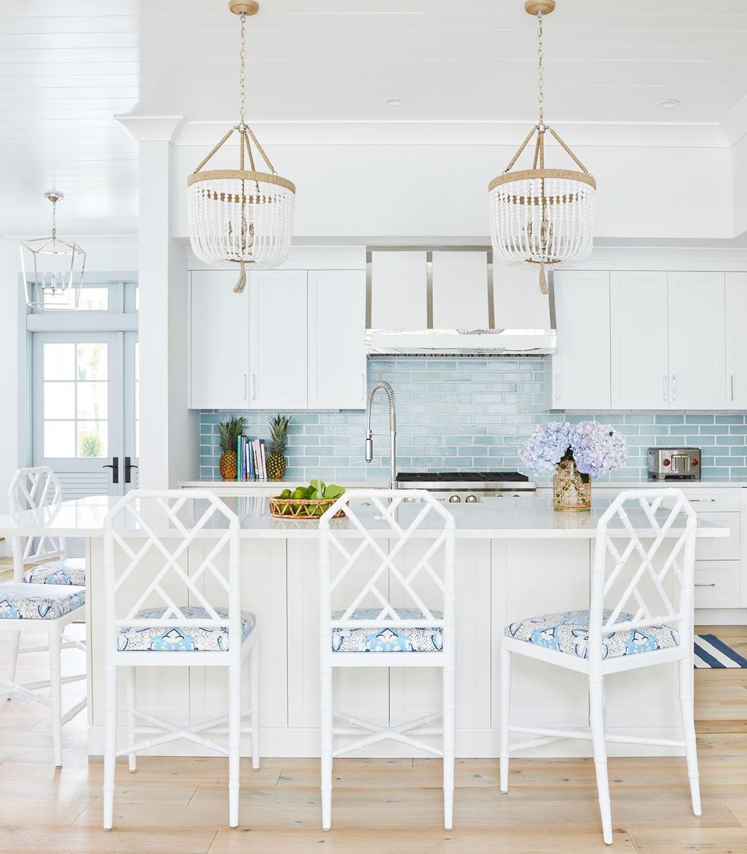- 17 Coastal Kitchens & Decor Ideas For A Beach Or Summer Home