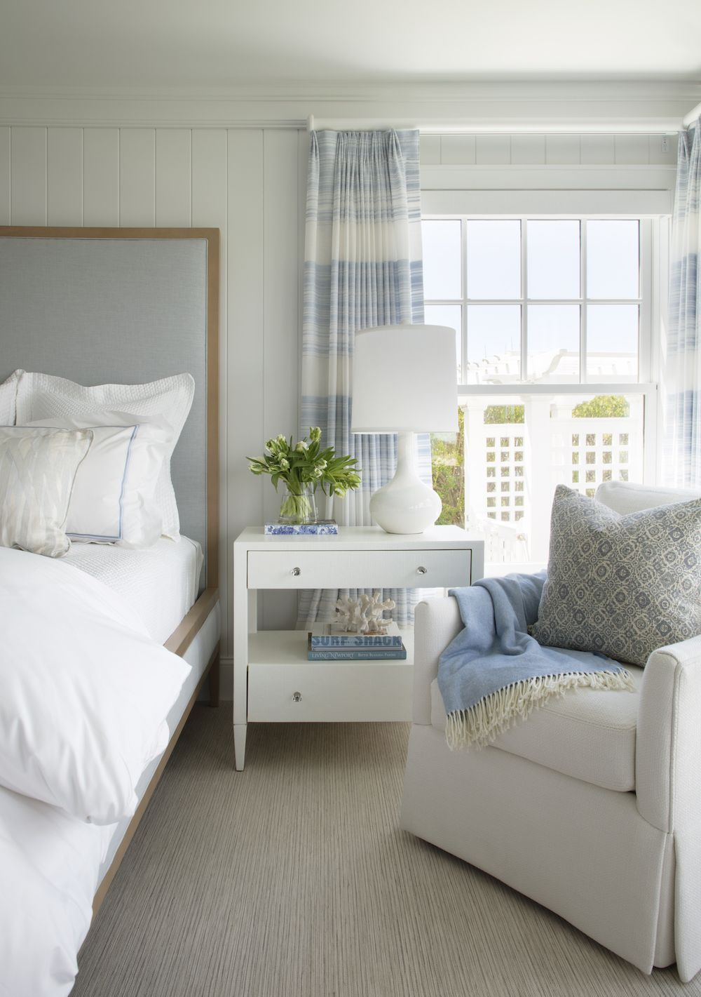 17 Coastal Nightstands For A Summer Home