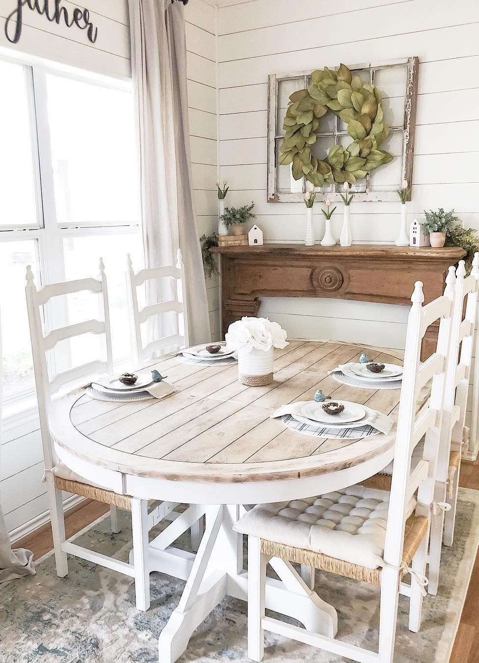 25 Best Farmhouse Dining Tables