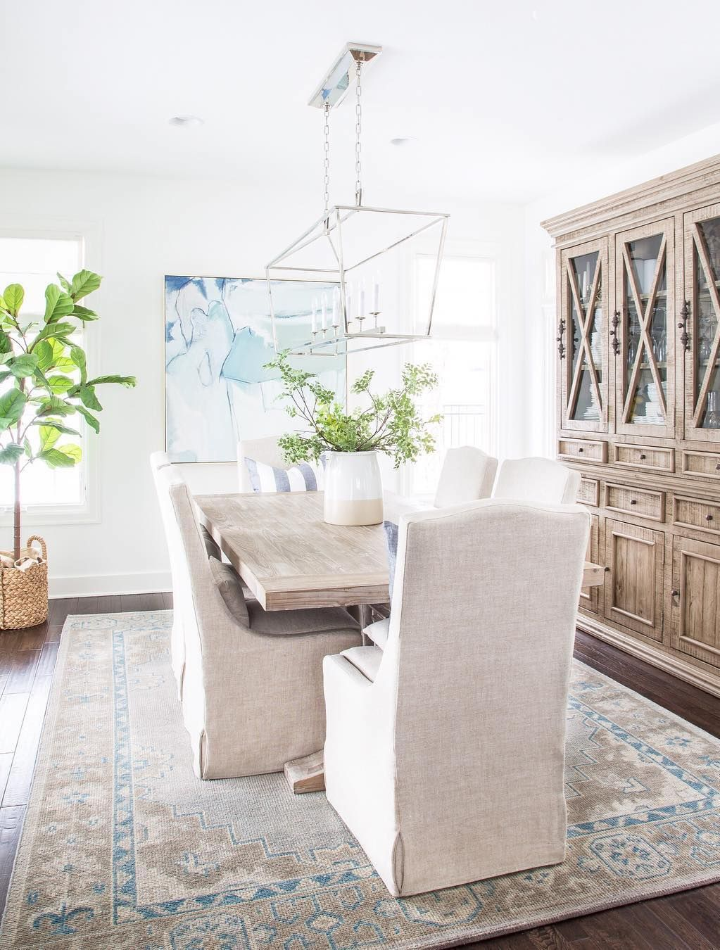 17 Most Inspiring Coastal Dining Rooms, Beachy Dining Room Chairs