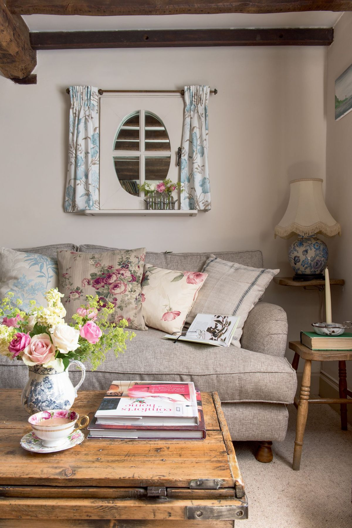 10 Best Country Sofas For Your Cottage Style Home