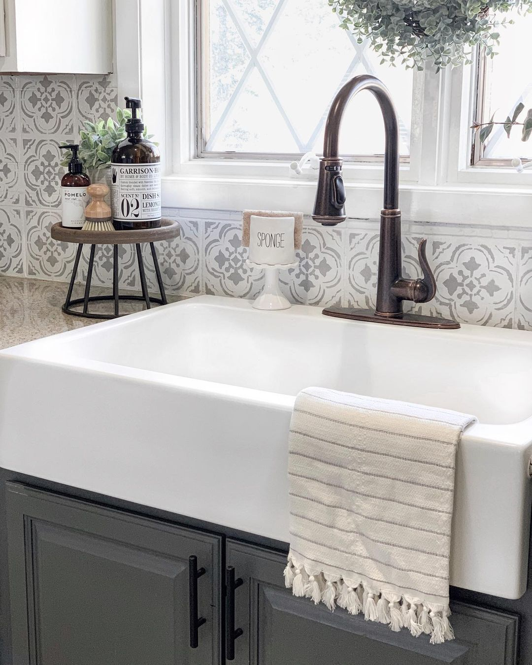 Farmhouse Kitchen Apron Front Sink über @blessed_ranch