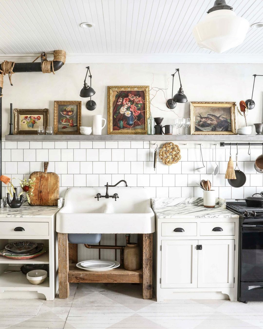 Farmhouse Kitchen Decor mit Vintage Artwork Decor über @zioandsons