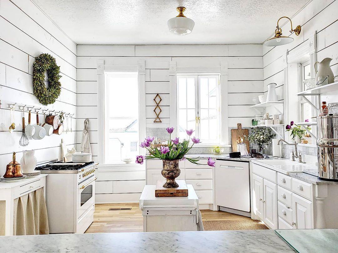 Bauernküche mit Shiplap-Wänden via @vintagefarmhome