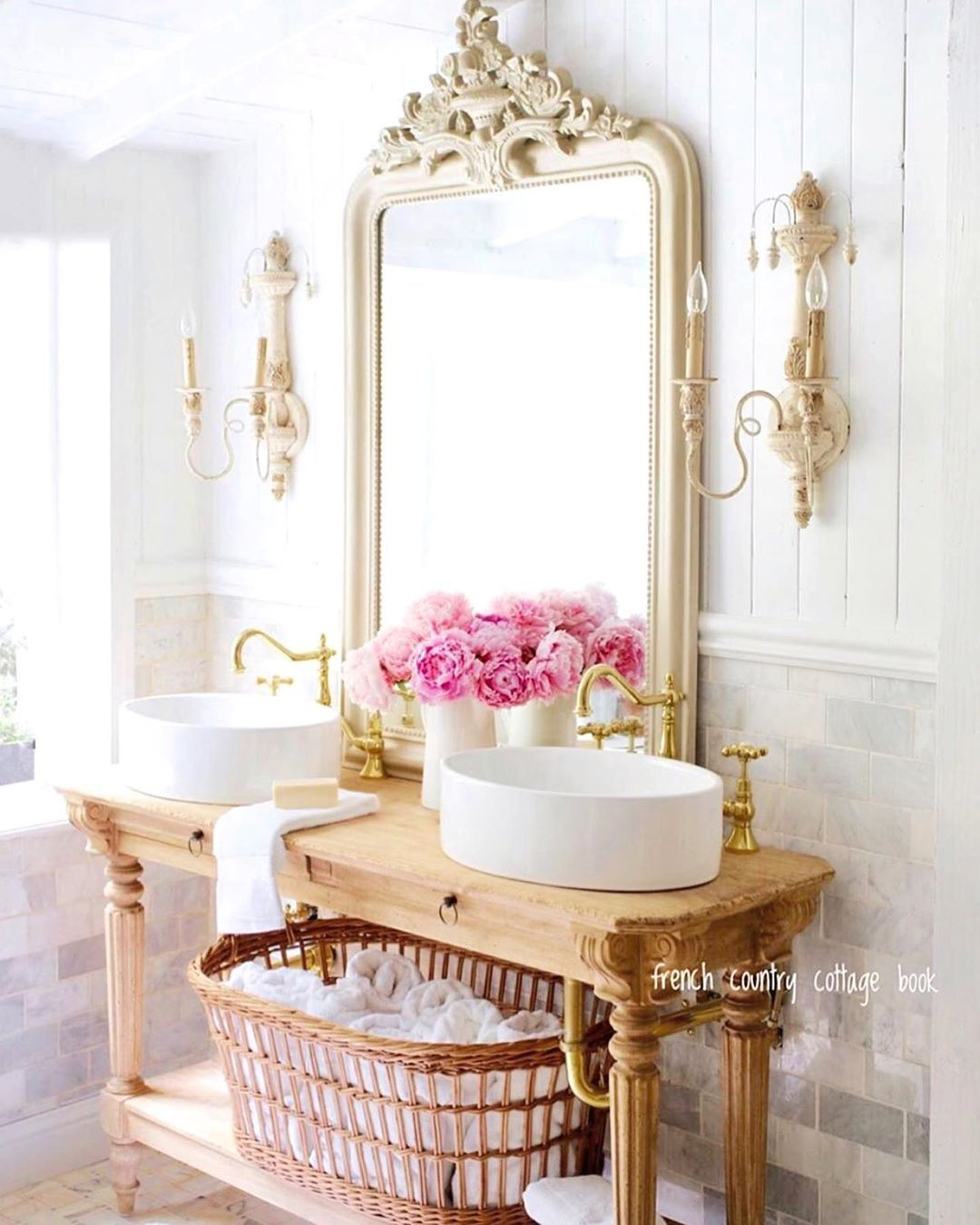 23 French Country Bathroom Decor Ideas For Your Home