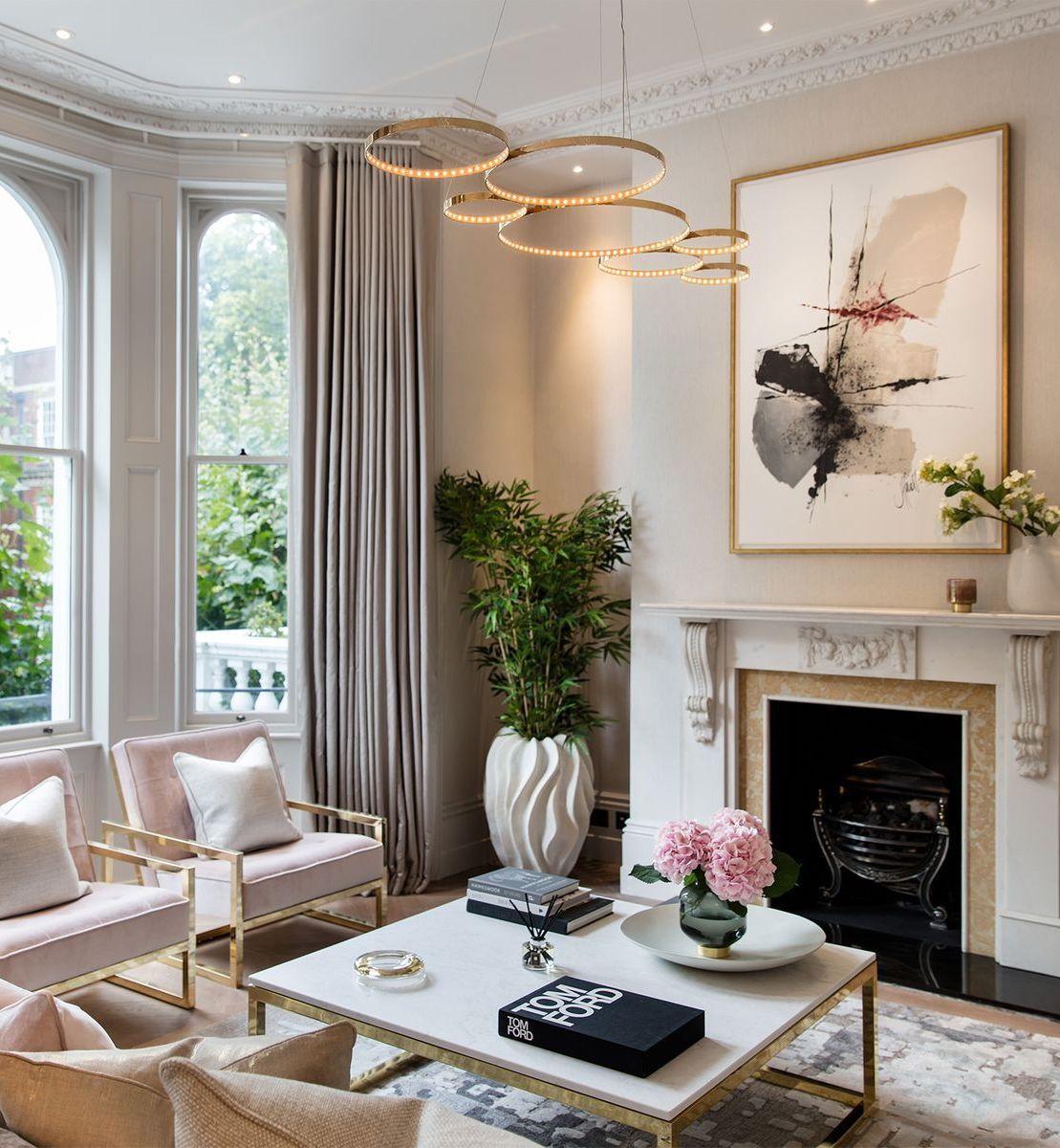 Glam Wohnzimmer mit Möbeln mit Goldrahmen über One Point Six