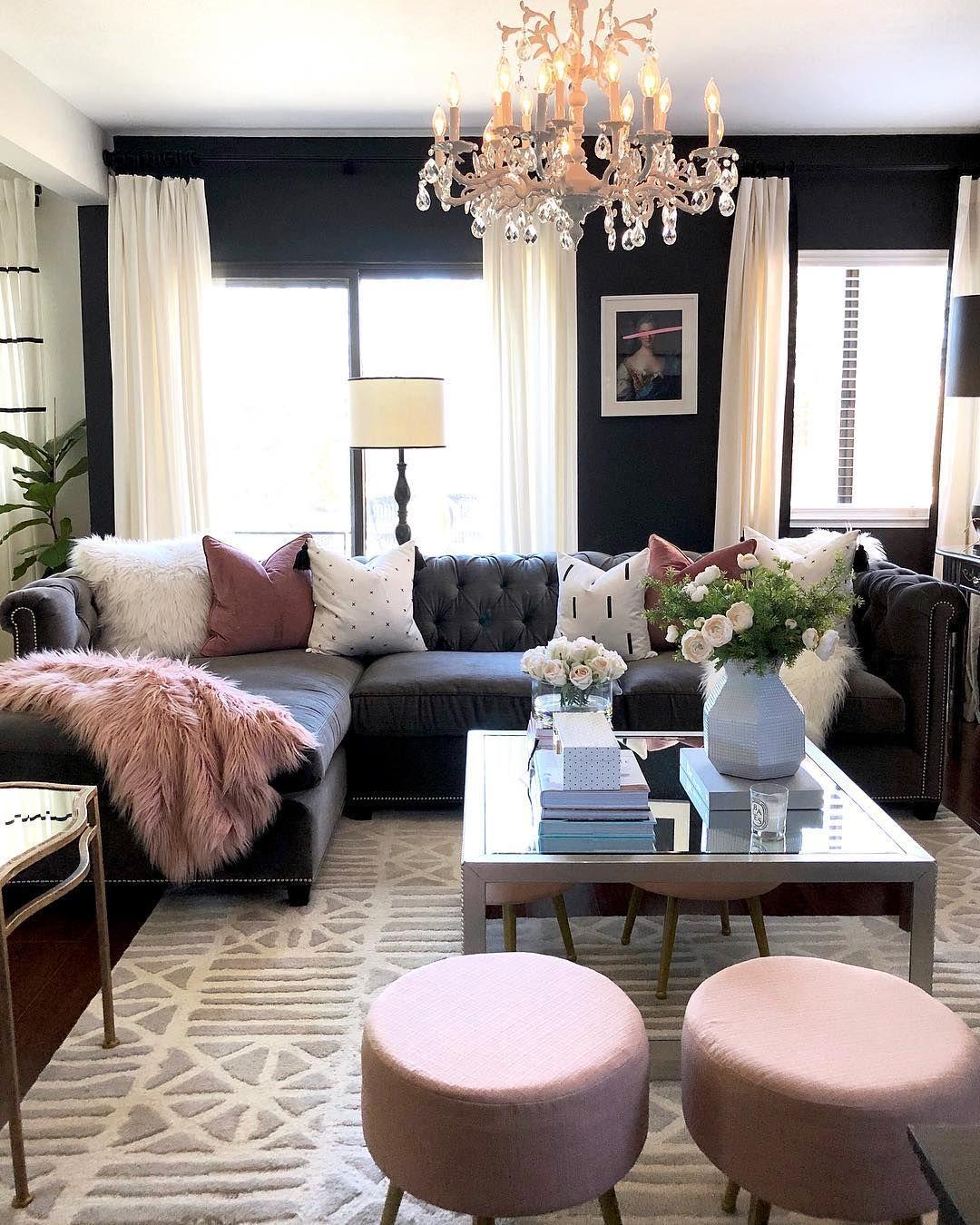 Glam Wohnzimmer mit getuftetem Schnittsofa via @homeandfabulous