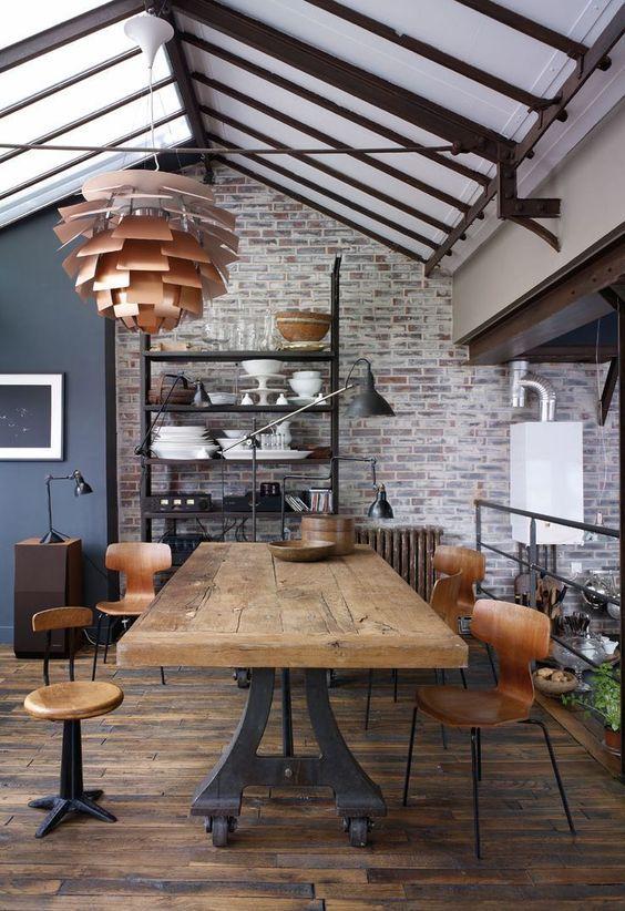 Industrielle Dekorelemente aus Metall und Holz