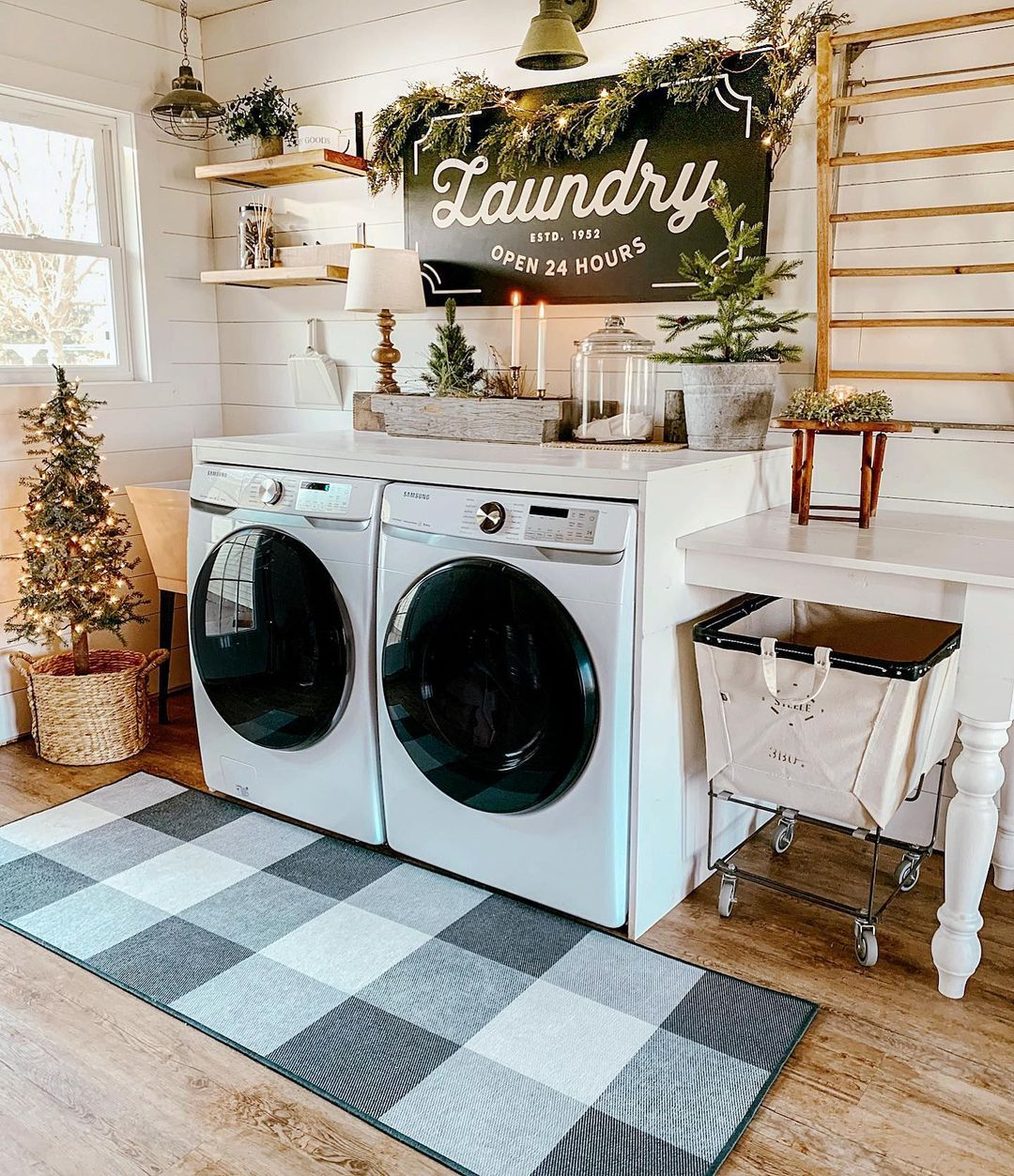 10 Amazing Christmas Laundry Room Decor Ideas
