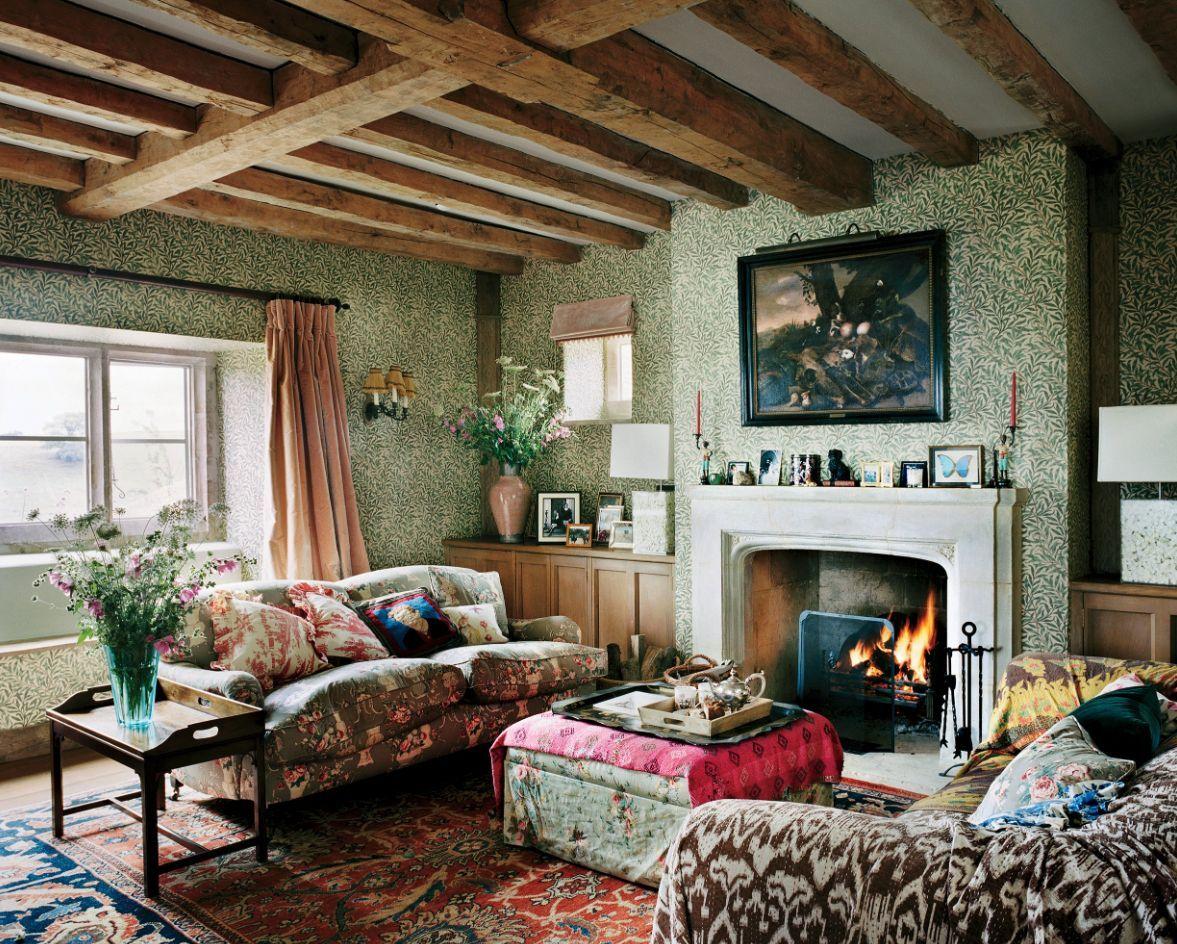 Englisches Landwohnzimmer mit Schichtmustern via Plum Sykes Vogue