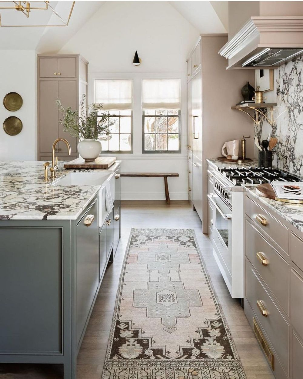 Neutral Kitchen Decor Ideas with Contemporary Style