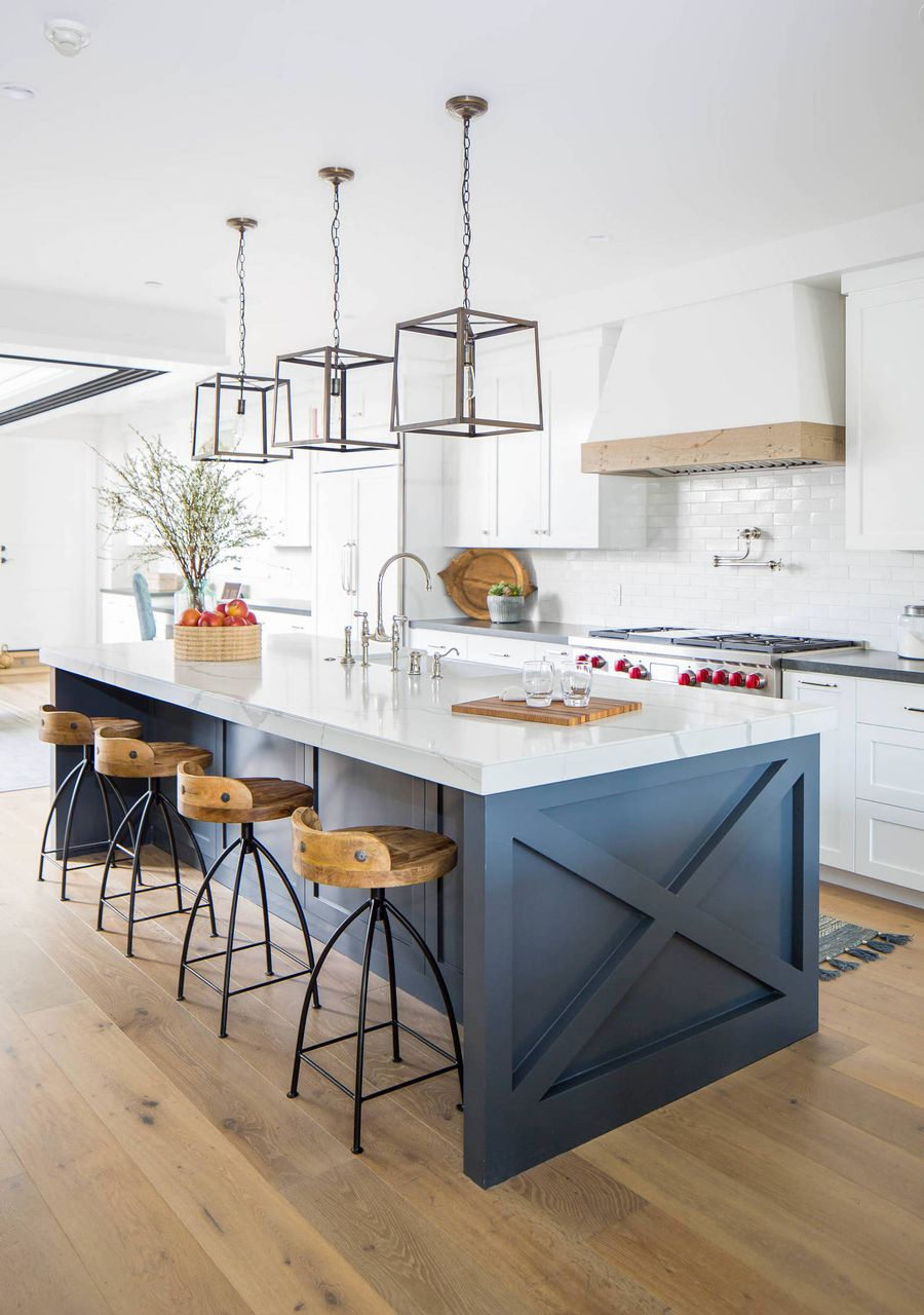 9 Best Modern Farmhouse Bar Stools for the Kitchen